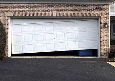 Attirant Garage Door Jammed